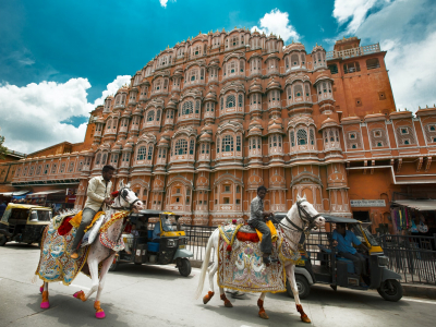 India-hawa-mahal-road-jaipur
