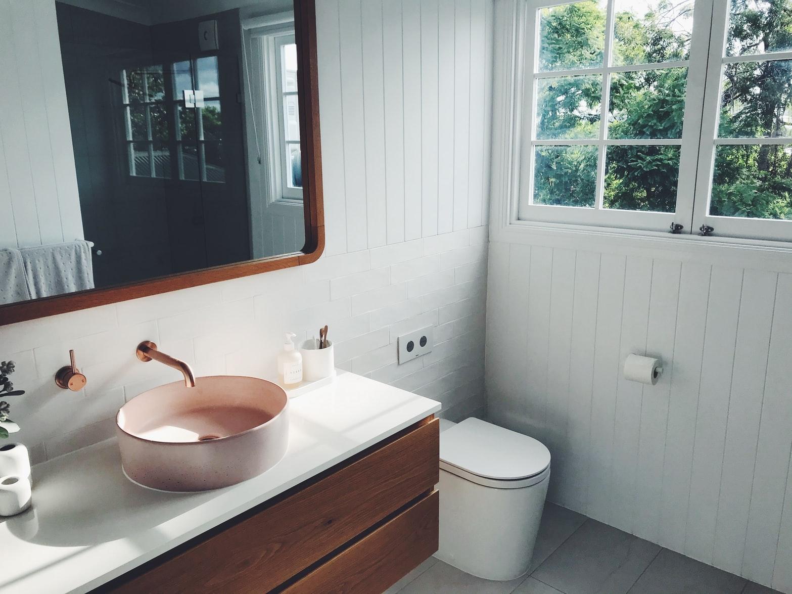 badkamer-roze-hout