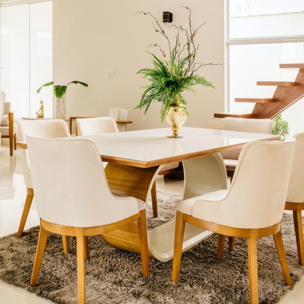 eetkamer-wit-hout-stoelen