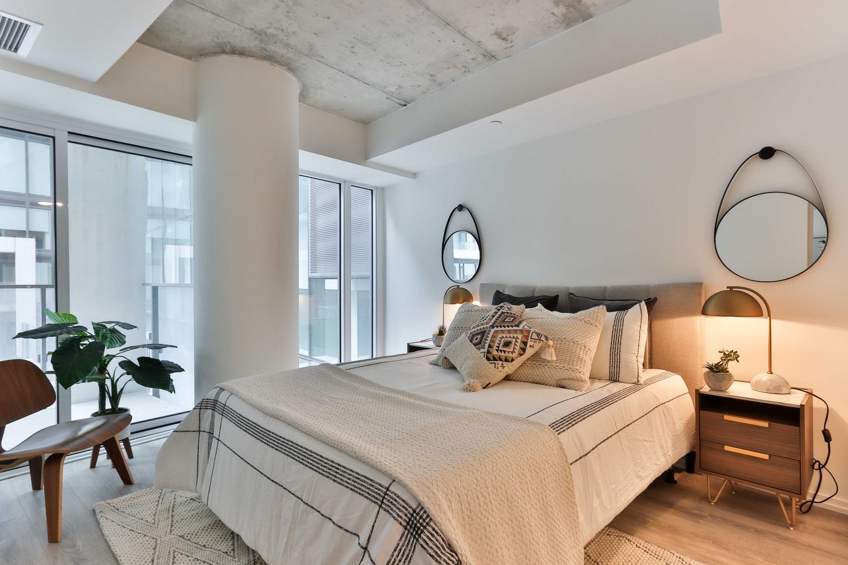 slaapkamer-betonnen-plafond
