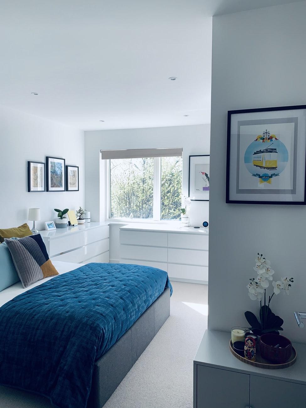slaapkamer-blauw-wit