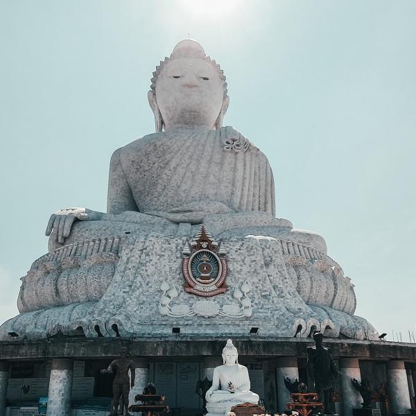 grote-buddha-standbeeld