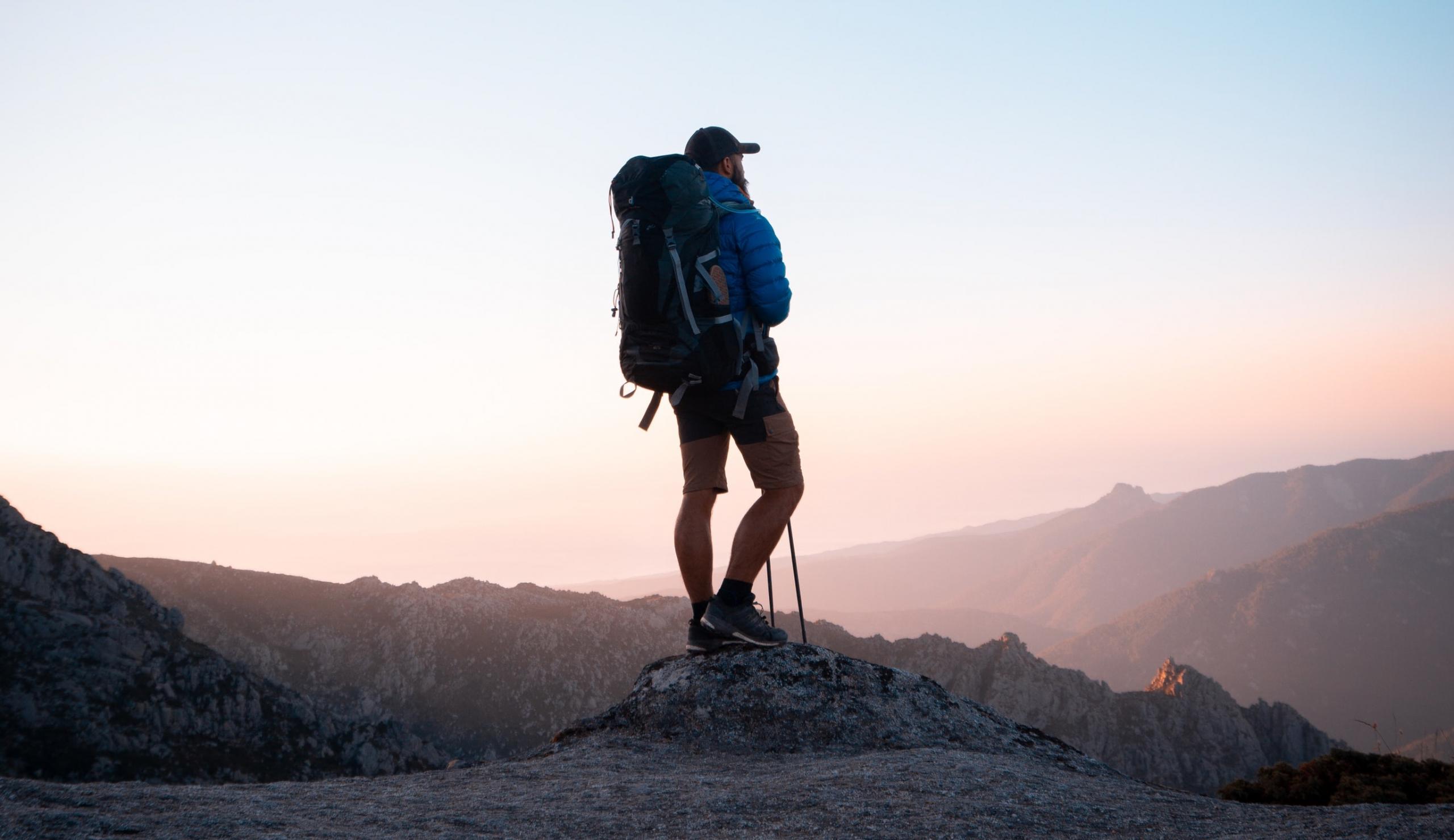 hiken-bergen-man