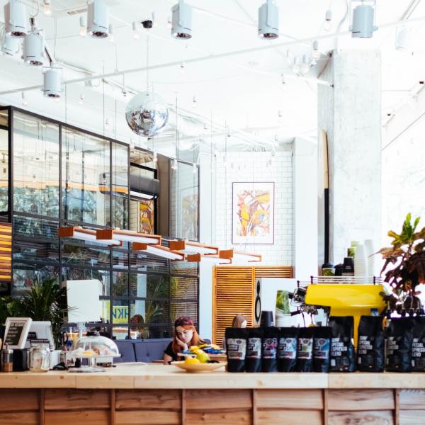 modern-interieur-cafeteria
