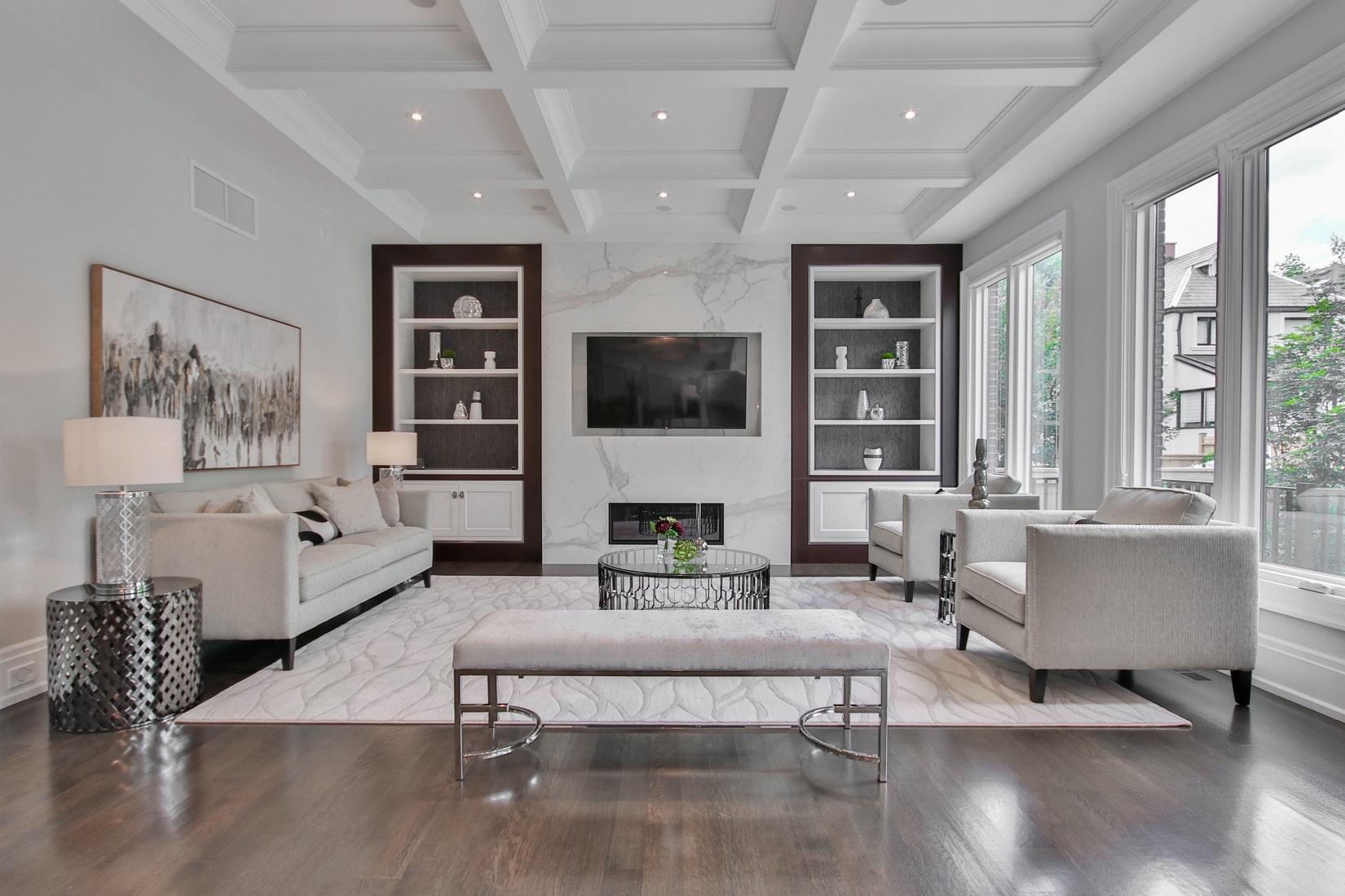moderne-woonkamer-grijs-wit