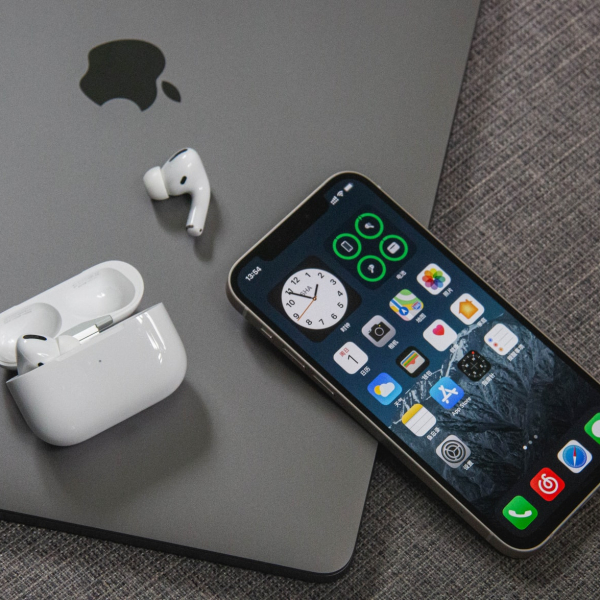 iphone-12-macbook