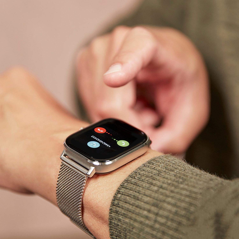 zilveren-band-smartwatch