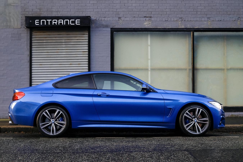 blauwe-bmw-auto