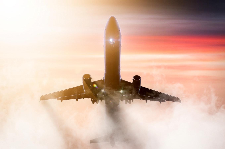vliegtuig-wolken-vliegen