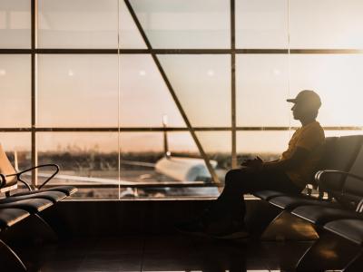 vliegveld-gate-wachten