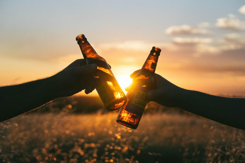 bier-flesjes-zonsondergang