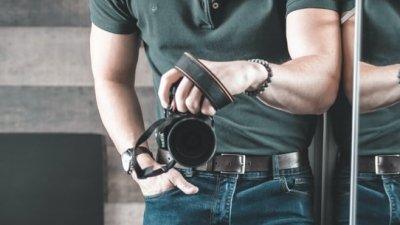 man-outfit-camera-groene-polo