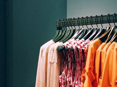 vrouwen-kleding-rek