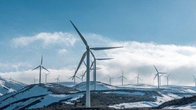 windmolens-bergen-sneeuw-griekenland