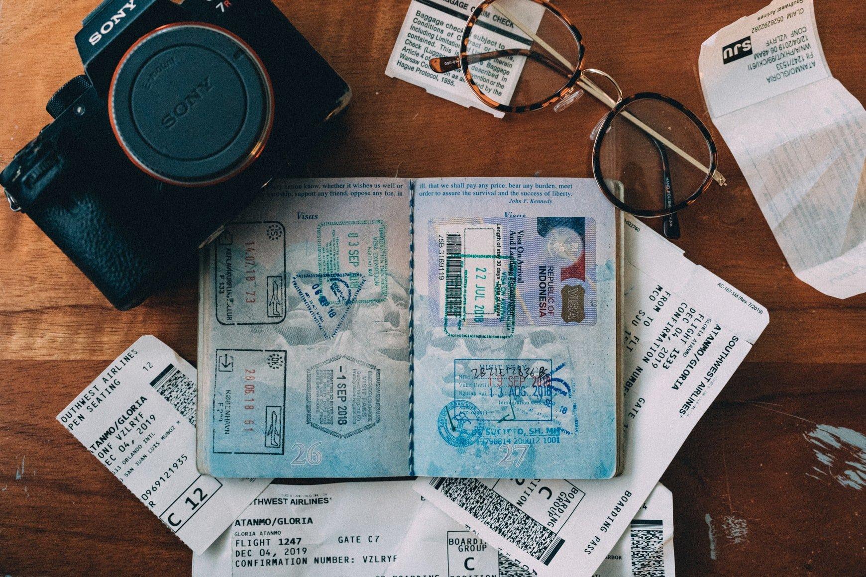 passport-camera-bril
